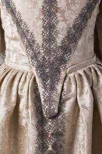 suknia-z-adamaszku-jedwabnego-1660-2-of-8