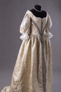 suknia-z-adamaszku-jedwabnego-1660-3-of-8