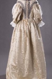suknia-z-adamaszku-jedwabnego-1660-6-of-8