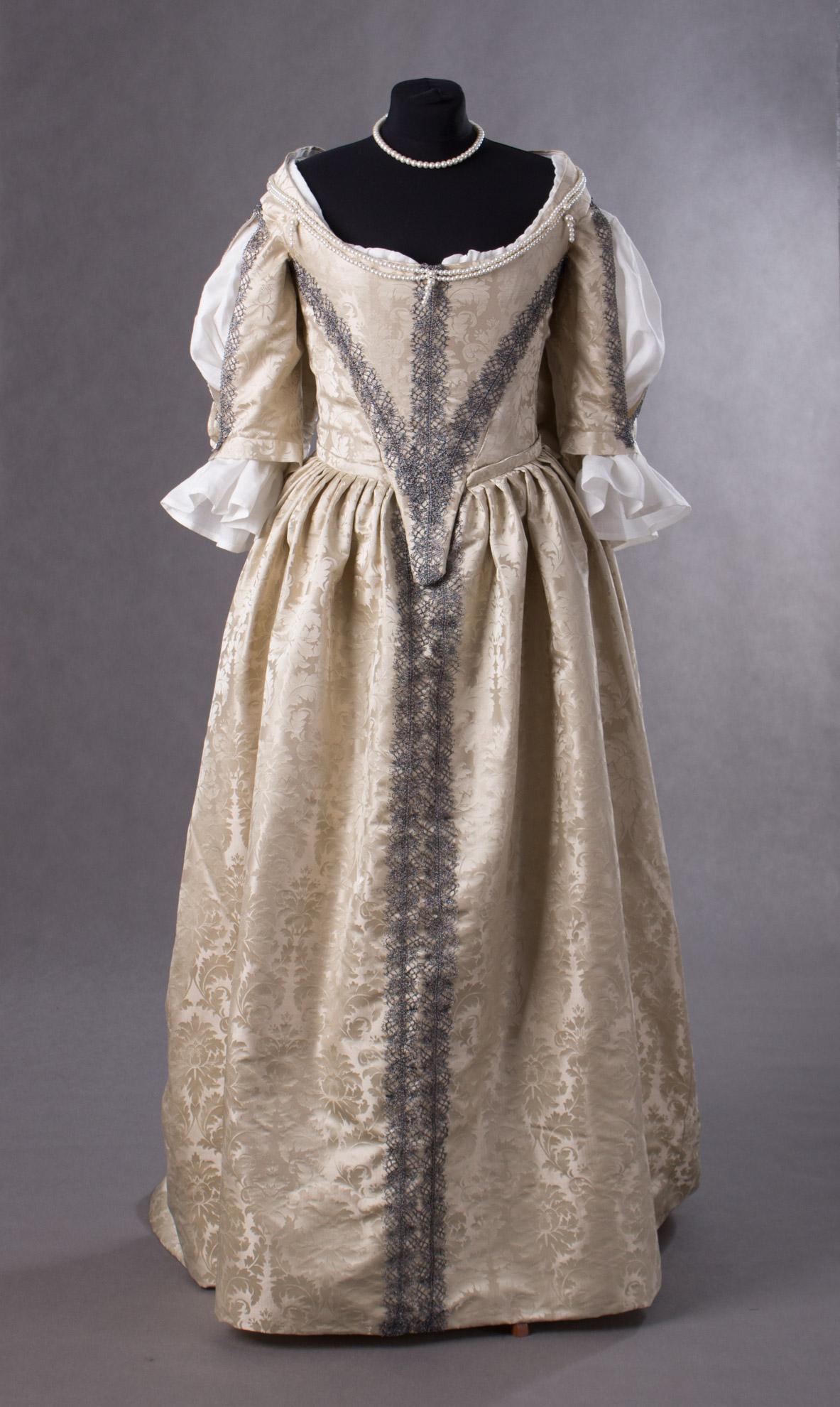 suknia-z-adamaszku-jedwabnego-1660-1-of-8