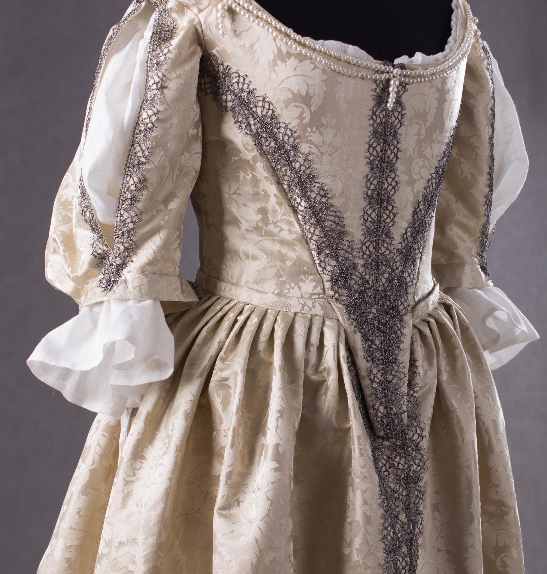 suknia-z-adamaszku-jedwabnego-1660-4-of-8