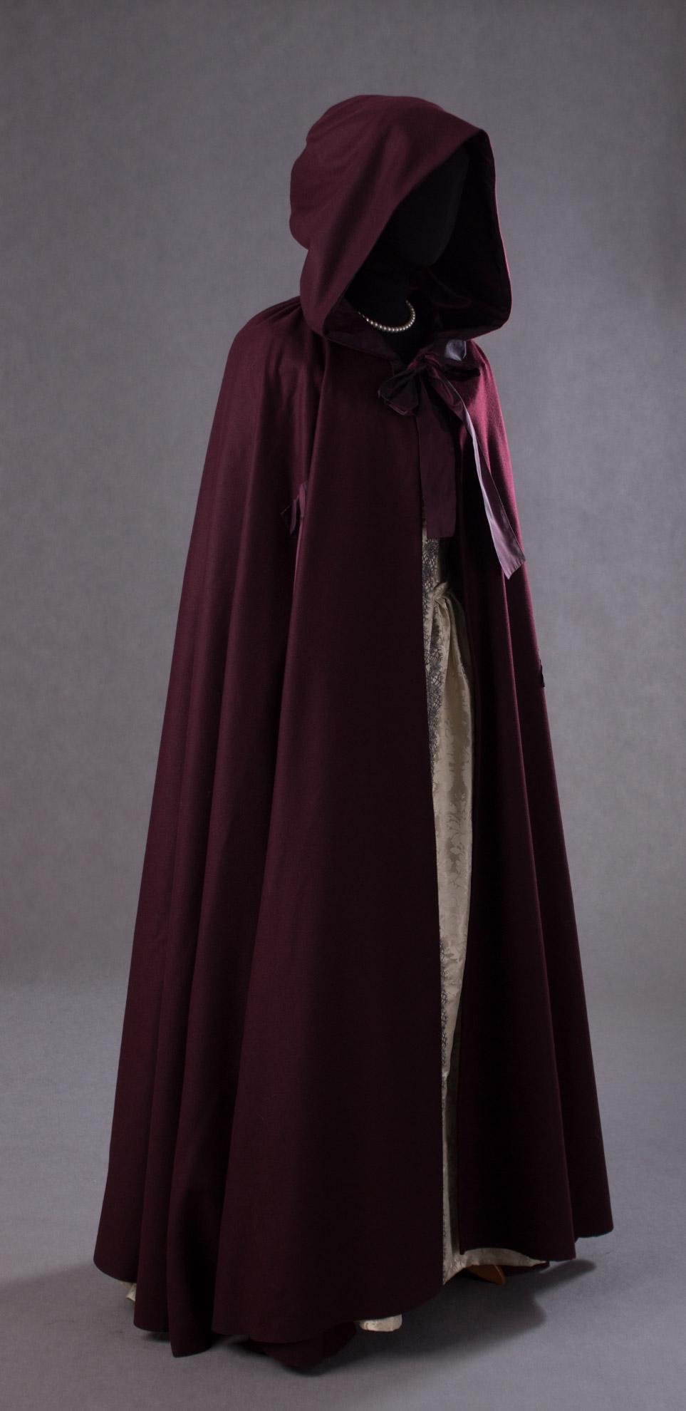 suknia-z-adamaszku-jedwabnego-1660-8-of-8