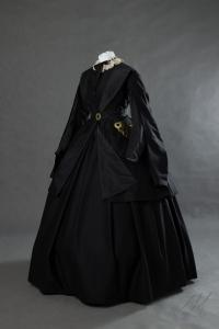 Suknia-z-okresu-Załoby-Narodowej