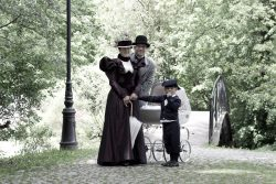 ubiory rodziny lat 90-tych XIX wieku (1 of 5)